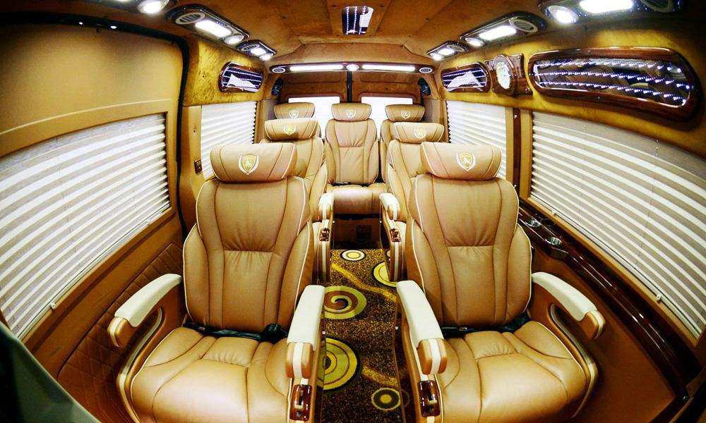 Nội thất bên trong xe limousine